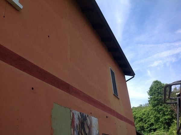 Isolamento casa. Insufflaggio muri perimetrali. Maglione, Torino.