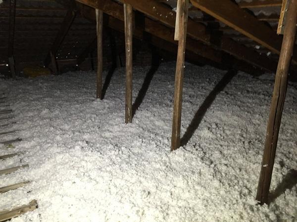 Isolamento casa. Insufflaggio sotto-tetto. Pontestura (AL).