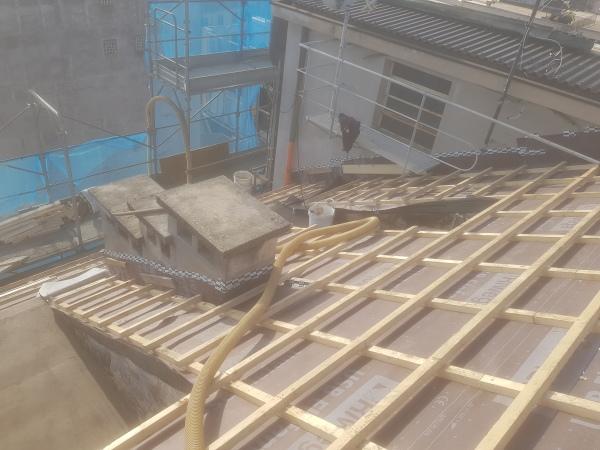 Isolamento condominio. Insufflaggio tetto. Varese (VA)
